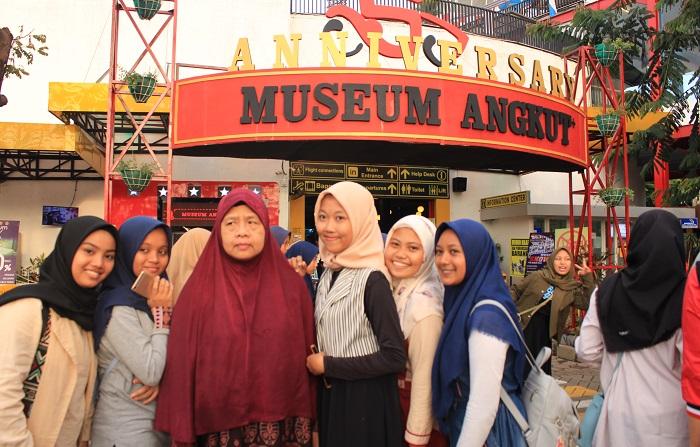 Para Pengunjung di Museum Angkut, Malang, Jatim. (foto: ist/palontaraq)