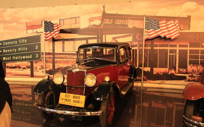 Salah satu kendaraan era Tahun 60-an yang dipamerkan dalam kompleks Museum Angkut, Malang, Jawa Timur. (foto: ist/palontaraq)