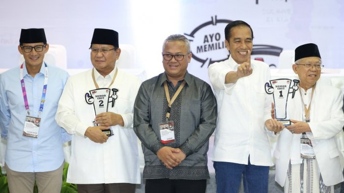 Prabowo dan Jokowi saat pengundian nomor urut Capres 2019. (foto: ist/*palontaraq)