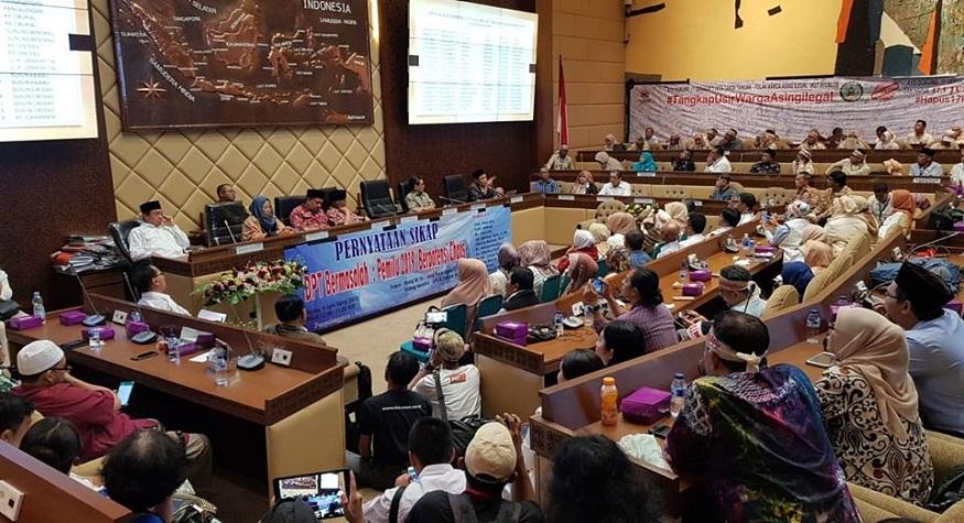 Tuntutan kepada KPU untuk menuntas 17,5 DPT Bermasalah. (foto: ist/palontaraq)