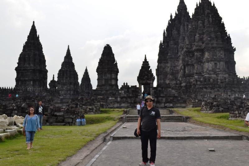 Penulis di Lokasi Candi Prambanan. (foto: ist/palontaraq)