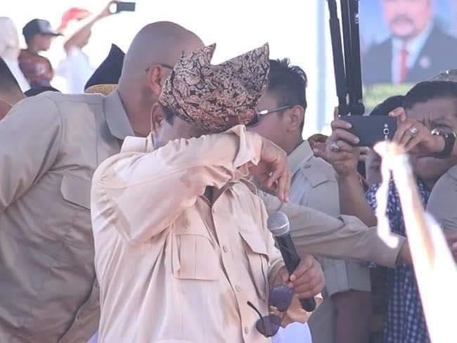 Prabowo tak kuasa tahan airmata. (foto: BPN Pranpw