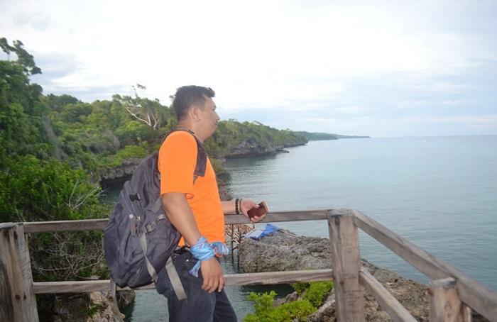 Penulis di Pantai Apparalang, Bulukumba. (foto: ist/palontaraq)