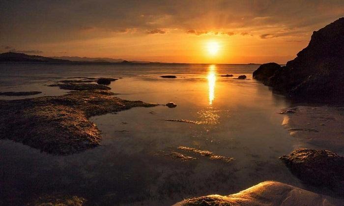 Sunset di Gili Nanggu. (foto: paketwisatajogya)