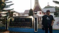 Penulis saat traveling ke Toraja Utara. (foto: hasbi/palontaraq)
