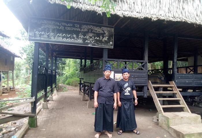 Penulis di Kawasan Adat Ammatoa Kajang, Bulukumba. (foto: ist/palontaraq)