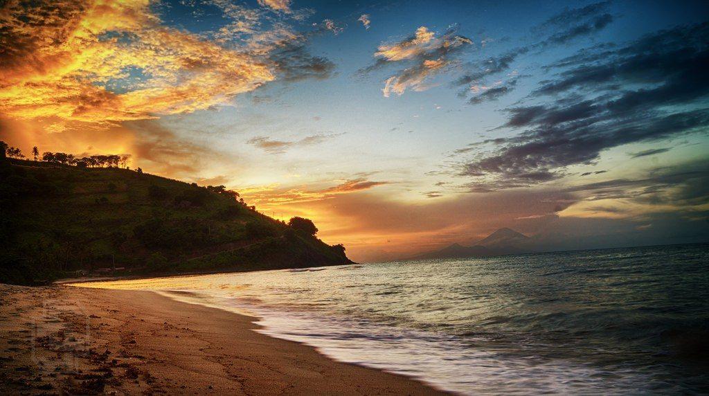 Pantai-Nipah-Lombok