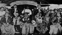 Portret van de Vorstin van Tanette met haar familie (Sumber COLLECTIE TROPENMUSEUM)