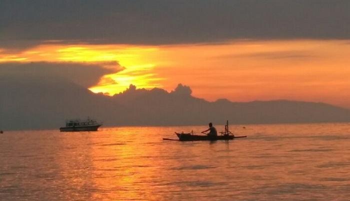 View sunset dari Batu Layar. (foto: ist/palontaraq)