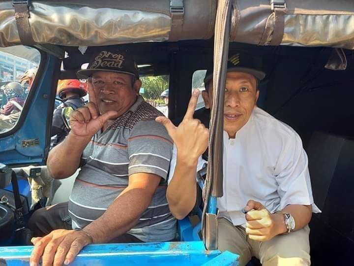 Kang pengemudi bajaj dan ustadz Asep. (foto: fb BPN/palontaraq)