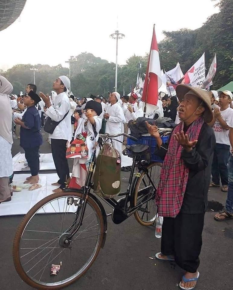 Gelombang Perubahan - Berbagai unsur masyarakat menyemut hadiri Kampanye Prabowo di Stadion GBK, 7 April lalu. (foto: ist/palontaraq)