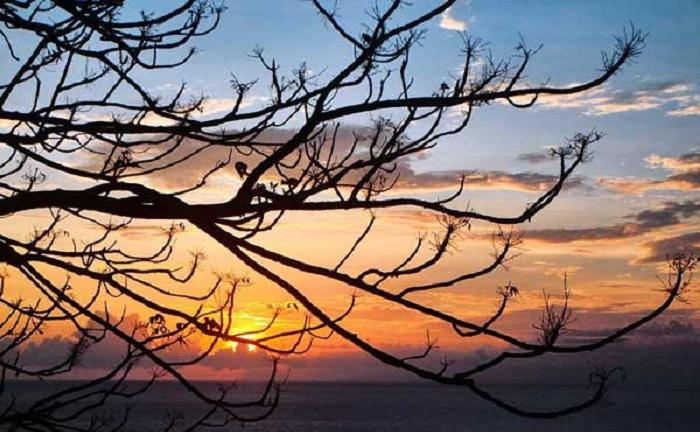 Sunset dari Bukit Malimbu Lombok (foto: lombokindonesia)