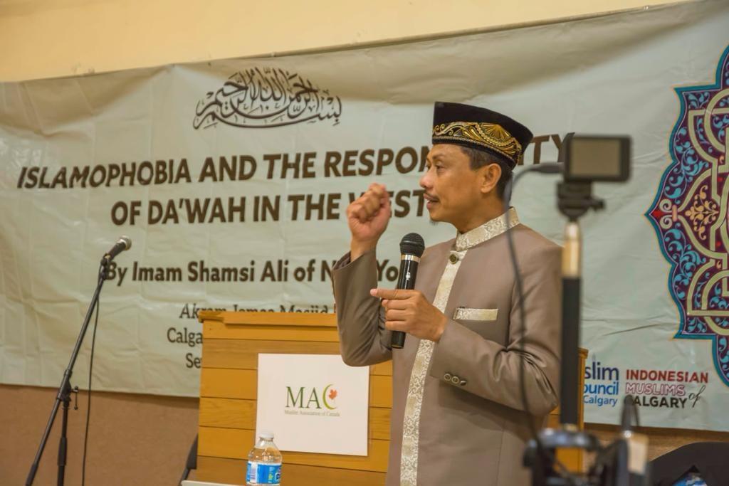 Imam Shamsi Ali Menyampaikan ceramah tentang Islamophobia dan tanggung jawab dakwah di Dunia Barat, Calgary Canada.