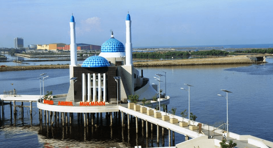 Masjid Terapung di Makassar