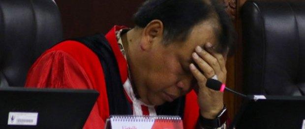 Hakim MK, Arief Hidayat