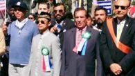 Imam Shamsi Ali saat memimpin pawai/parade Islam Internasional di NY. Di kanan kiri saya ada Russell Simmons (Hollywood personality) dan Khizir Khan (pembicara di Konvensi Demokrat 3 tahun lalu). (foto: dok.pribadi Imam Shamsi Ali)
