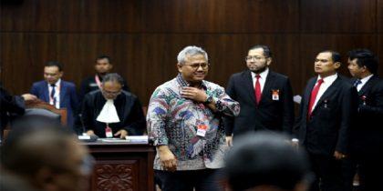 Ketua KPU, Arief Budiman dalam sidang gugatan perdana Pilpres 2019 di MK. (foto: gatra/*)