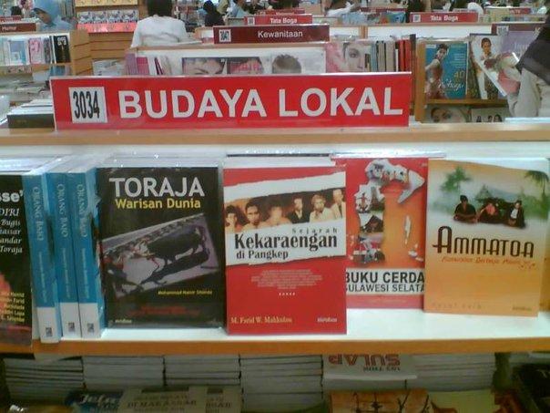 Ilustrasi EGO: Buku karyaku di TB.Grahamedia, Lt.3 MTos, Makassar. (foto: ist/palontaraq)