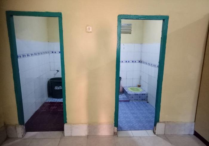 Kamar Mandi/WC dalam Asrama. (foto: ist/palontaraq)