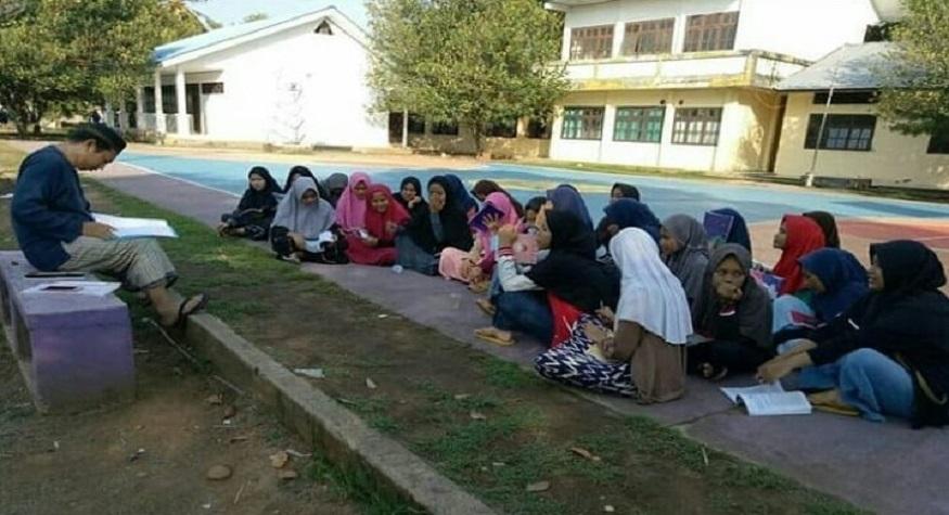 Mengajar SKI. (foto: ist/palontaraq)