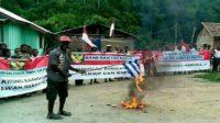 Sekelompok Orang Asli Papua (OAP) ini memilih tetap bersama NKRI daripada ajakan OPM untuk Merdeka!. (foto: ist/palontaraq)