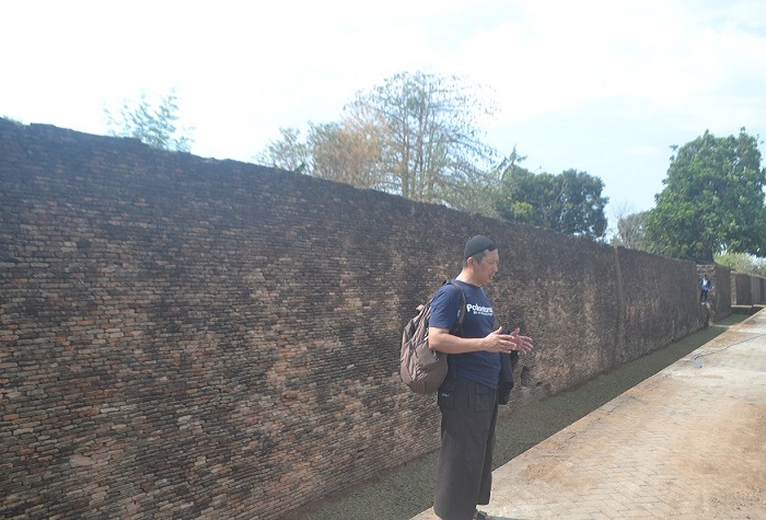 Penulis di sisi Benteng Sombaopu. (foto: ist/palontaraq)