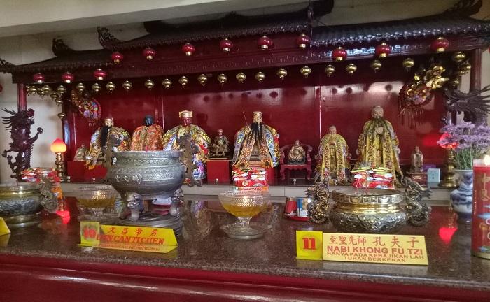 Patung dan Nama Dewa dalam Kepercayaan Tionghoa. (foto: mfaridwm/palontaraq)