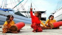 Menyatakan Ikrar kesetiaan dalam Tradisi Angngaru. (ilustrasi: makassarguide)