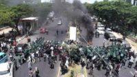 Demonstrasi Mahasiswa Makassar di Jl. Urip Sumohardjo. (foto: ist/palontaraq)