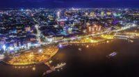 Kota Makassar pada malam hari. (foto: ist/palontaraq)