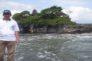 Penulis waktu bepergian ke Tanah Lot, Bali