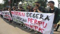Tuntutan mahasiswa agar segera diterbitkan Perpu KPK. (foto: ist/palontaraq)