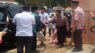 Detik-detik Wiranto ditusuk dengan senjata tikam. (foto: ist/palontaraq)