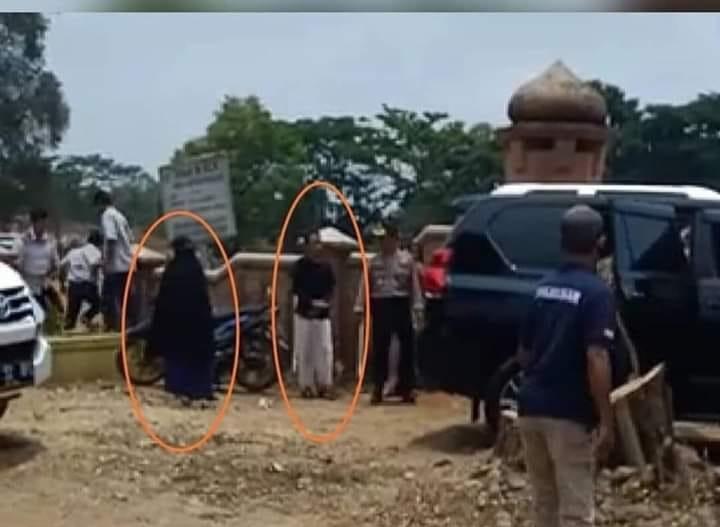 Para pelaku penikam Wiranto di Pandeglang. (foto: ist/palontaraq)
