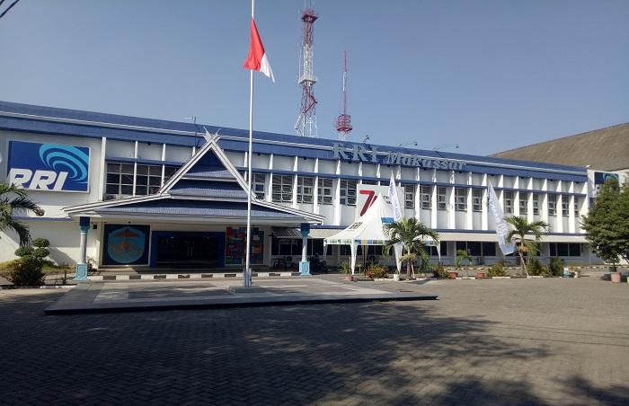 Gedung RRI Makassar. (foto: mfaridwm/palontaraq)