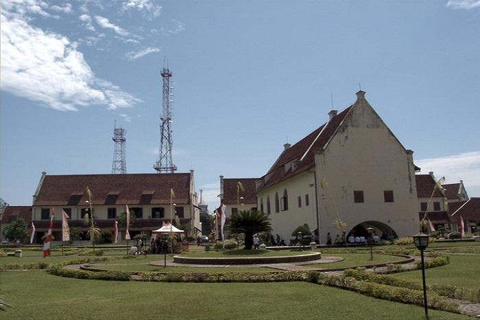 Bangunan Cagar Budaya dalam Kompleks Fort Rotterdam. (foto: mfaridwm/palontaraq)