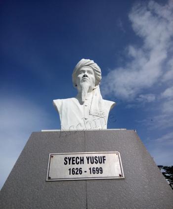 Patung Syekh Yusuf di Taman Pantai Losari, Kota Makassar. (foto: ist/palontaraq)