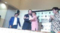 Surya Paloh pelukan dengan Shohibul Imam. (foto: ist/palontaraq)
