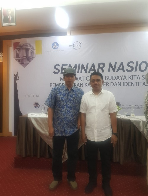 Bersama Dr. Arismunandar, Akademisi/Dosen Sejarah Universitas Negeri Makassar (UNM). (foto: ist/palontaraq)