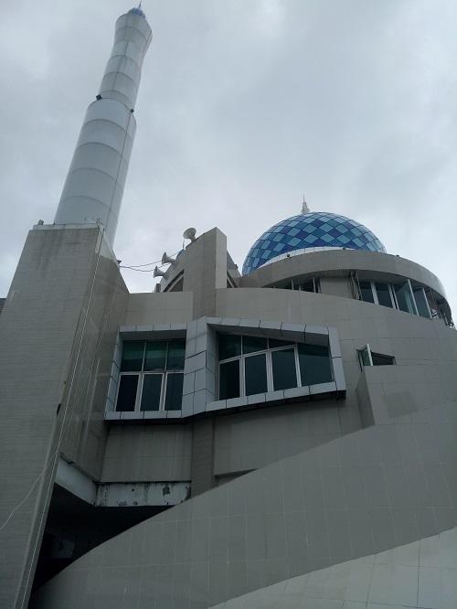 Masjid Amirul Mukminin, Pantai Losari Makassar. (foto: mfaridwm/palontaraq)