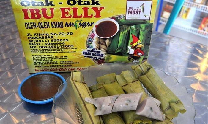 Otak-otak khas Bu Elly, Makassar. (foto: ist/palontaraq)