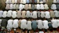 Umat Islam sedang menjalankan Ibadah Shalat. (foto: ist/palontaraq)