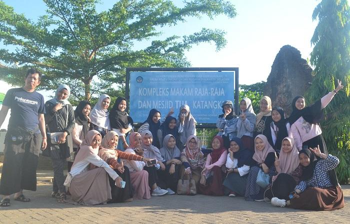 Foto bersama di Halaman Masjid Tua Katangka. (foto: mfaridwm/palontaraq)