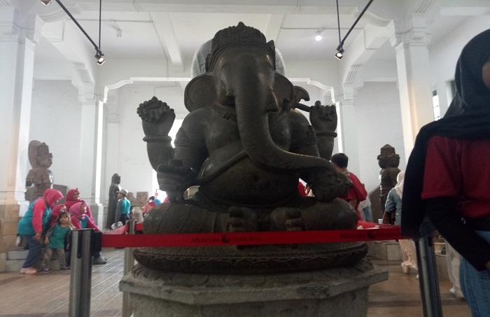 Patung Ganesha, salah satu koleksi Museum Nasional yang sedang dalam perbaikan. (foto: ist/palontaraq)