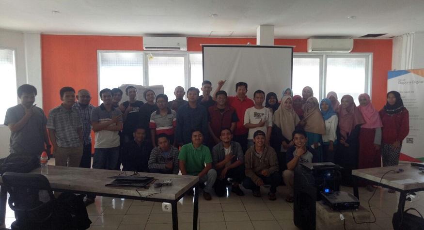 Foto bersama Peserta Pelatihan Google Gapura Digital. (foto: ist/palontaraq)
