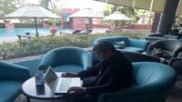 Penulis di Hotel Arya Duta Makassar. (foto: ist/palontaraq)