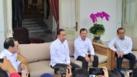 Presiden Jokowi didampingi Menkes RI saat jumpa pers terkait 2 WNI terpapar virus corona. (foto: detikNews)