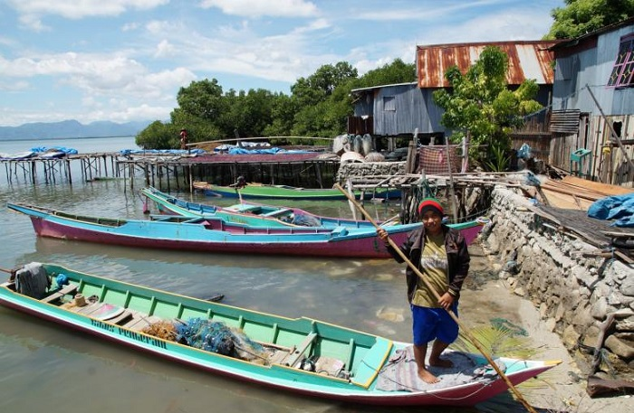 Nurlina di perairan pulaunya, Pulau Sabangko. (foto: ist/palontaraq)