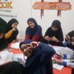 Pembelajaran di Hotspot Center Ponpes Modern Putri IMMIM Minasatene-Pangkep. (foto: ist/palontaraq)