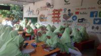 Pembelajaran di Hotspot Center Santriwati Ponpes Modern Putri IMMIM Pangkep. (foto: ist/palontaraq)